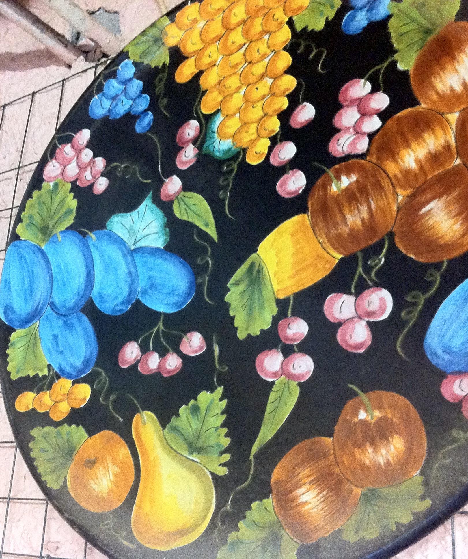 Frutta su fondo nero