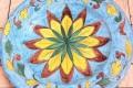 Piatto d'Arredo: Fiore su fondo celeste