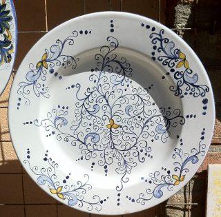 Piatto ceramica dipinta a mano stile compendiario