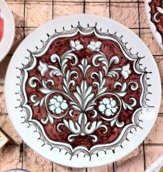 ceramica italiana, ornato rinascimentale fondo rosso